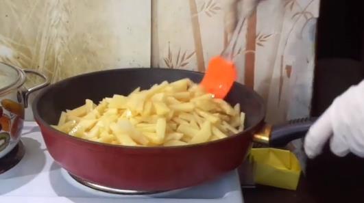 Высыпать картофель