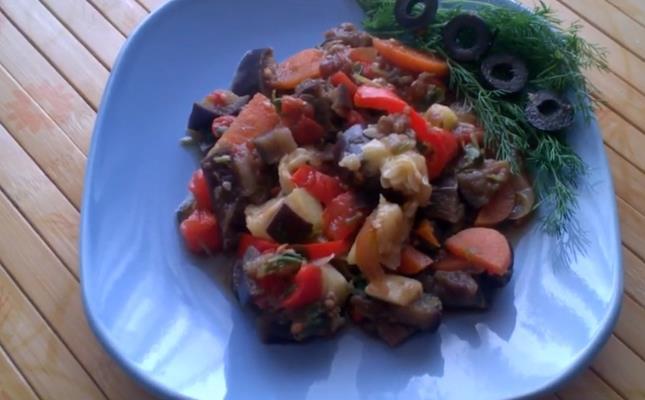 Рагу овощное с кабачками и баклажанами в мультиварке