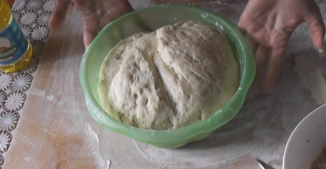 Рецепт быстрого и очень вкусного теста на беляши на сухих дрожжах