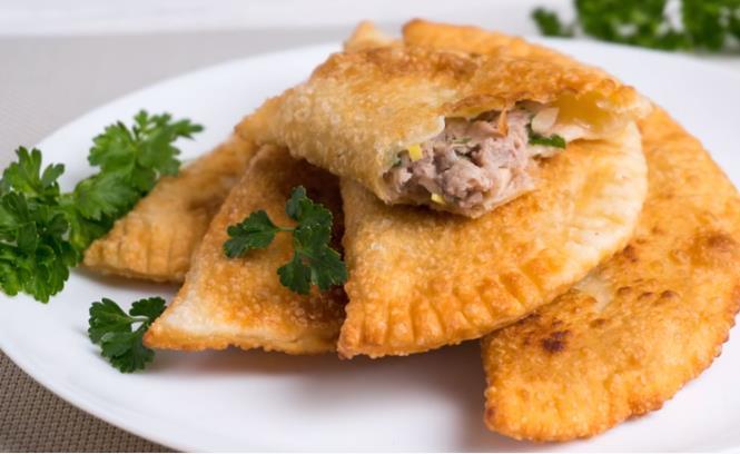 Рецепт очень вкусных, нежных и сочных чебуреков с мясом на кефире