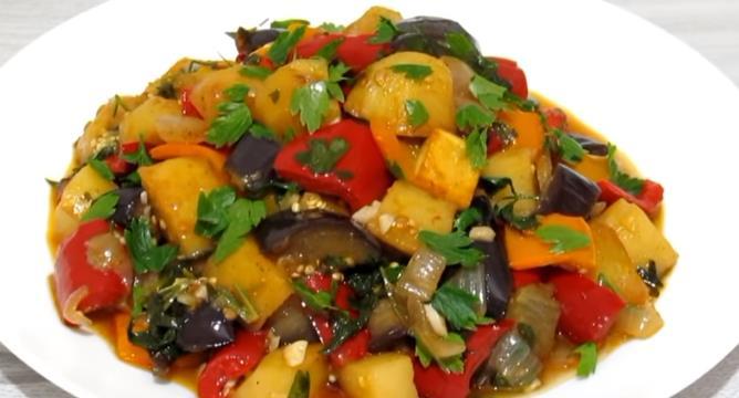 Рецепт приготовления овощного рагу с баклажанами, кабачками и помидорами