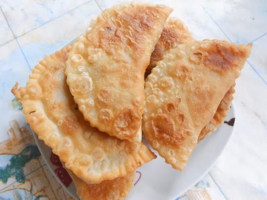 Самый вкусный домашний рецепт очень сочных и хрустящих чебуреков с мясом
