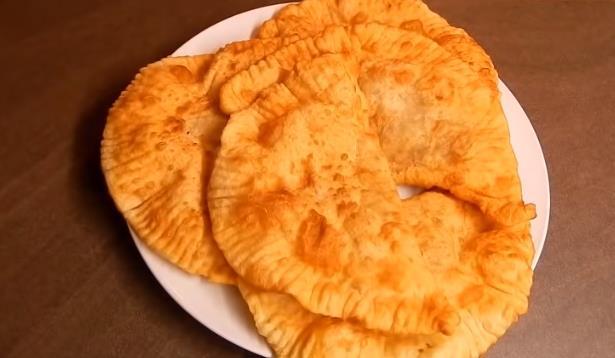 Тонкие  чебуреки с мясом на сковороде и очень удачное хрусткое тесто