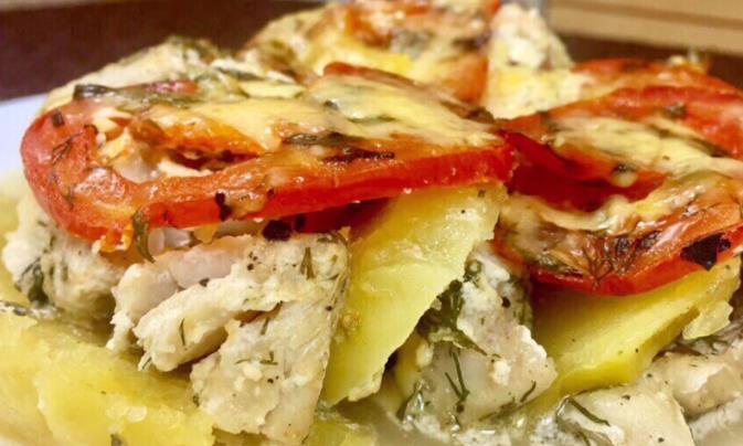 Треска в духовке с картофелем и овощами — получается безумно вкусно