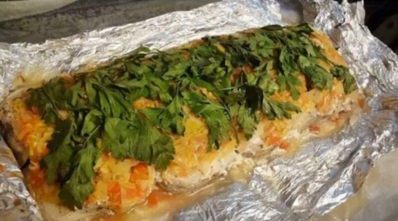 Треска, запеченная с овощами в духовке в фольге