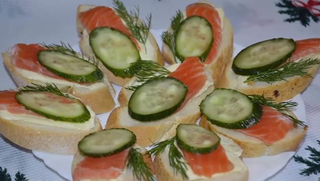 Бутерброды с красной рыбой — простые и вкусные рецепты к Новому 2020
