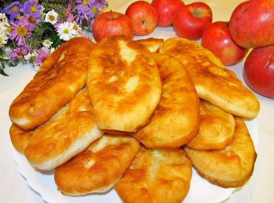 Вкусные и тонкие пирожки с картошкой жареные на сковороде