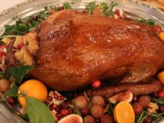 Гусь, запеченный с яблоками в духовке — рецепт мягкого и сочного гуся с хрустящей корочкой