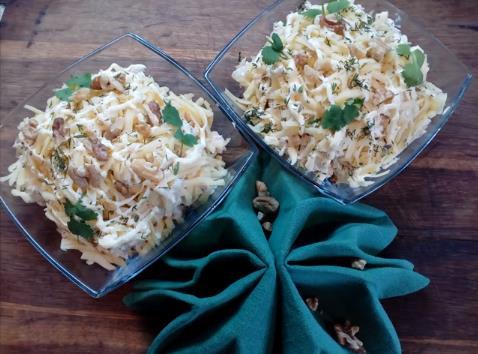 Классический рецепт салата с курицей, грибами и ананасом с майонезом