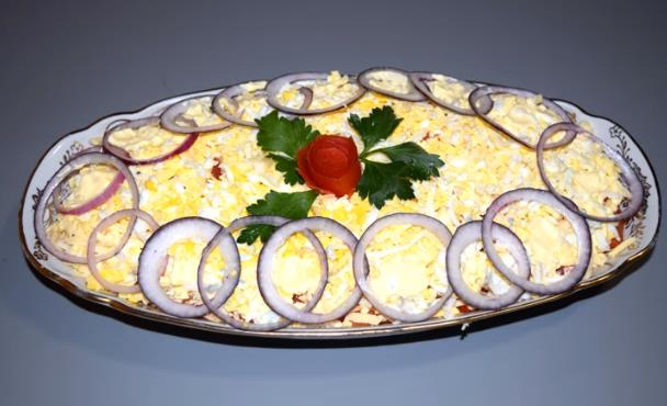 Обалденно вкусный и красивый салат с селедкой на Новый год 2020