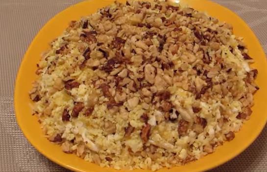 Очень вкусный рецепт салата с грецким орехом, курицей и ананасами