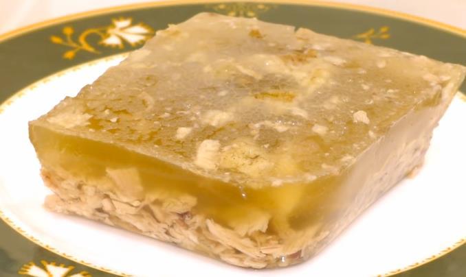 Простой рецепт холодца на праздничный стол из куриных окорочков