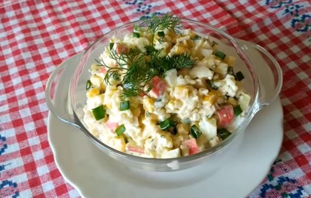 Рецепт новогоднего крабового салата по простому рецепту