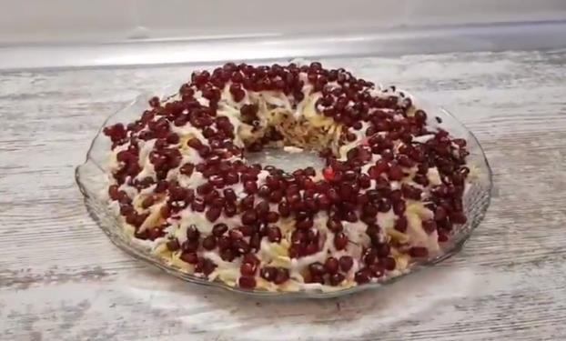 Рецепт праздничного салата Гранатовый браслет к Новому 2020 году