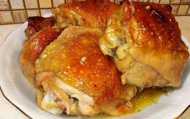 Самый вкусный рецепт приготовления куриных бедрышек в духовке с хрустящей корочкой