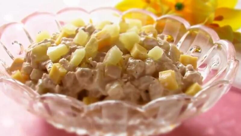 Салат Дамский Каприз с курицей, ананасом и сыром