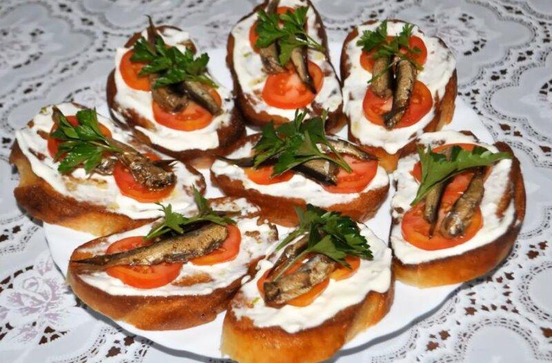 Бутерброды со шпротами на праздничный стол — простые и очень вкусные рецепты для любого фуршета