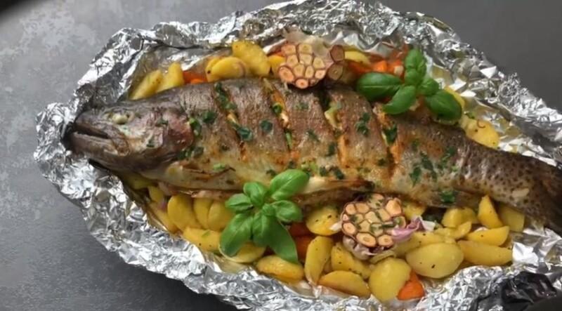 Как вкусно и быстро приготовить форель в духовке в фольге с картошкой
