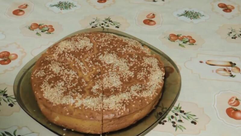 Простой рецепт заливного пирога с капустой в духовке на кефире и майонезе