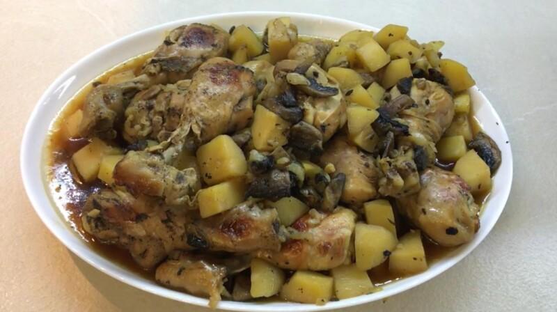 Рецепт самой вкусной курицы с картошкой и грибами в духовке в рукаве
