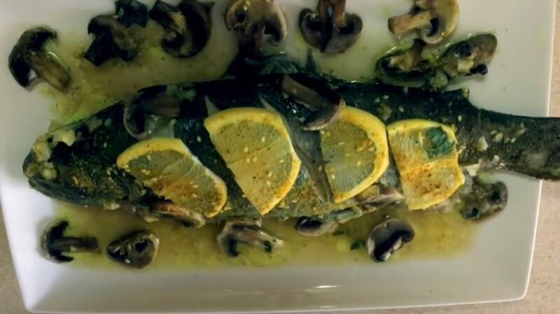Рецепт вкусной форели, фаршированной грибами, запеченной в духовке целиком