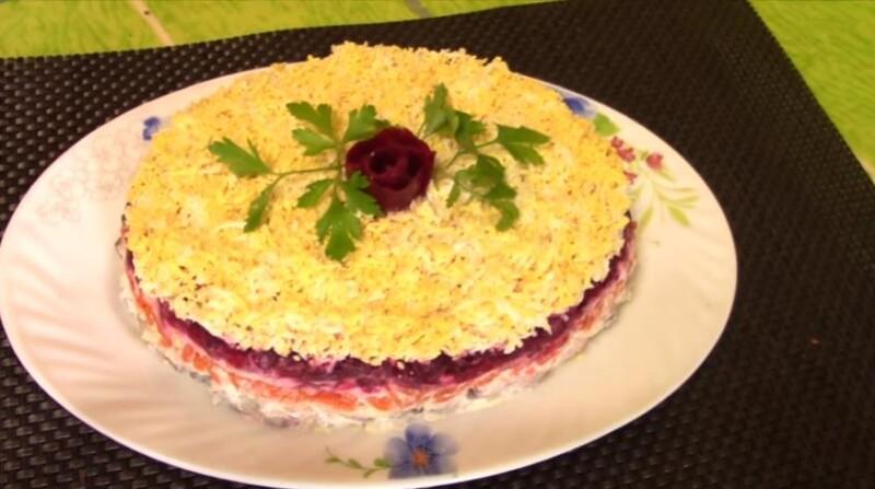 Салат селедка под шубой с яблоком и яйцом по классическому рецепту и в каком порядке выложить слои