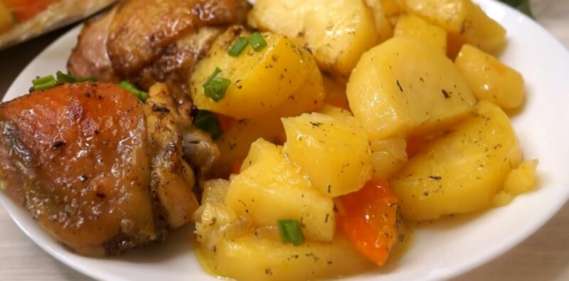 Самый вкусный рецепт курицы с картошкой в рукаве в духовке — проще не бывает