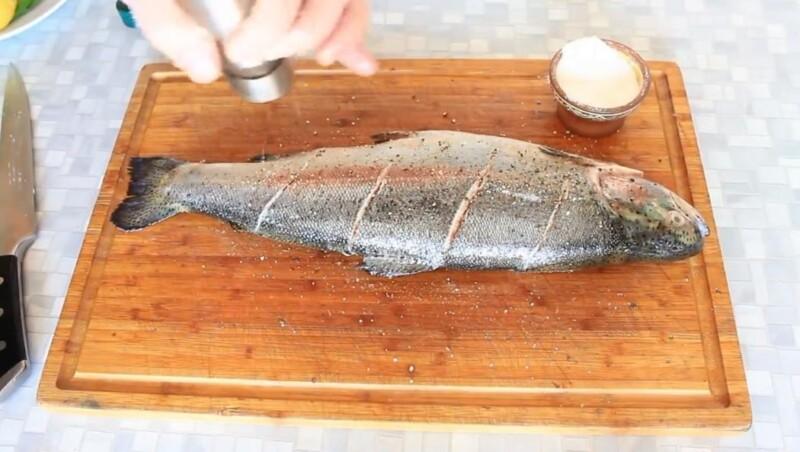 поперчить рыбу