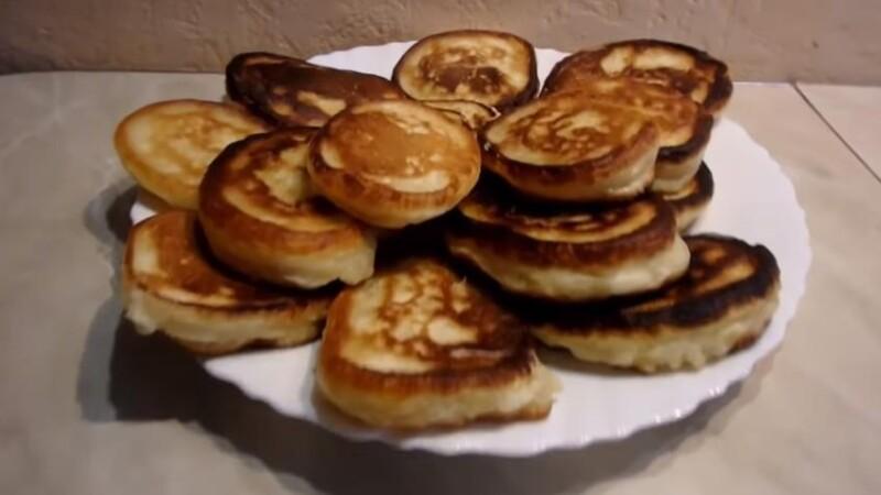 Как приготовить пышные оладьи на кефире — видео-рецепт