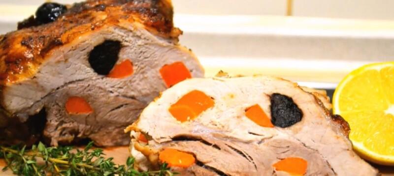 Очень вкусная и сочная буженина по-домашнему из свинины в фольге в духовке с черносливом