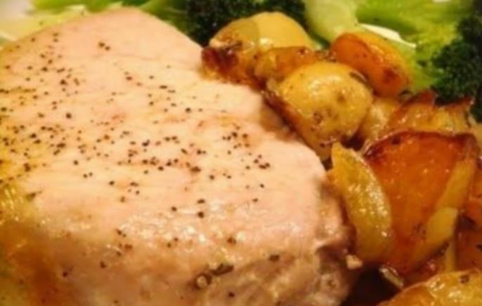 Отбивные с картошкой в духовке из свинины. Как приготовить свиные отбивные, чтобы они были мягкие и сочные