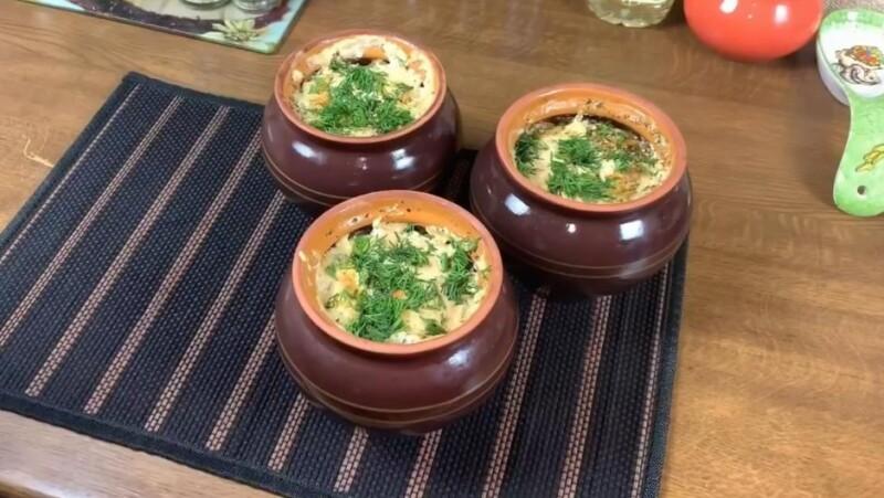 Правильный рецепт приготовления замороженных пельменей в духовке в горшочках
