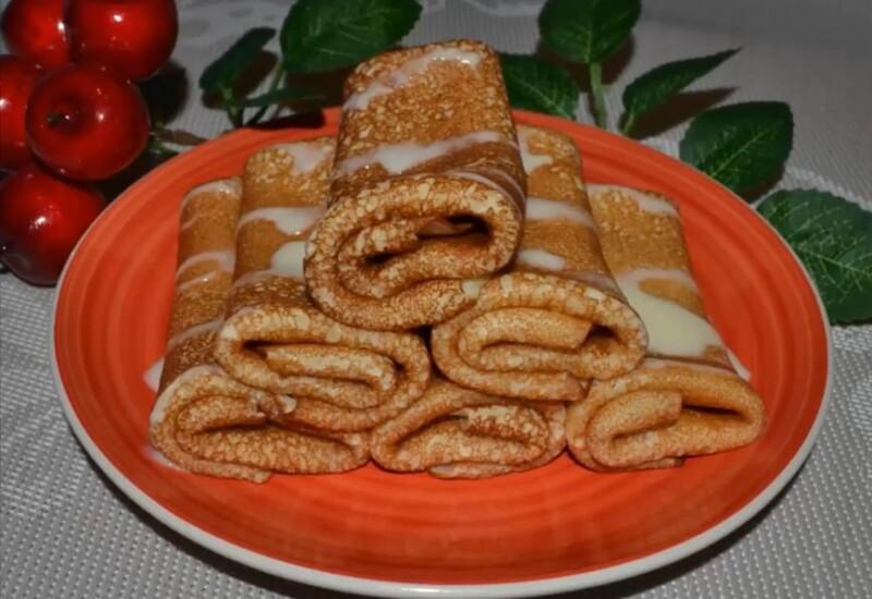 Простой и вкусный рецепт тонких блинов на кефире с дырочками без яиц