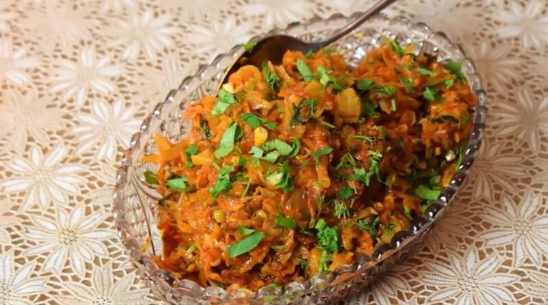 Простой классический рецепт тушёной капусты с томатной пастой на сковороде