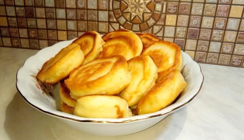 Проверенный рецепт пышных оладьев на кефире без дрожжей с содой