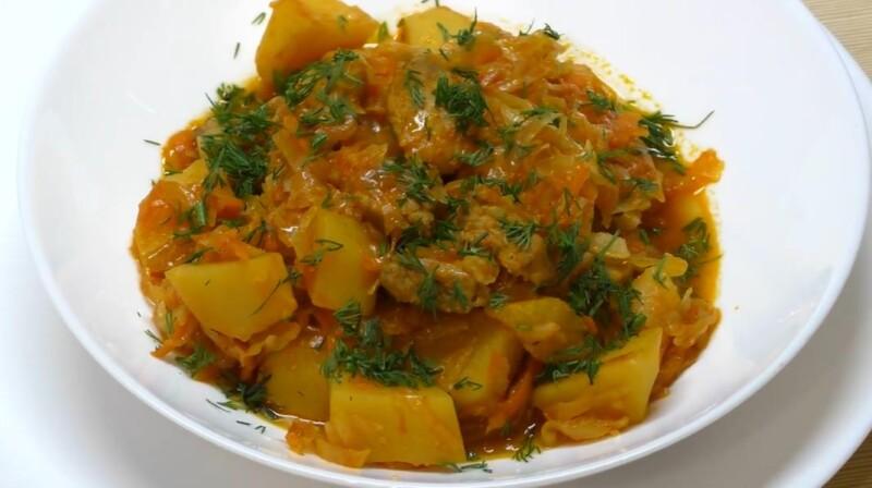 Рецепт тушёной капусты на сковороде с картошкой и мясом