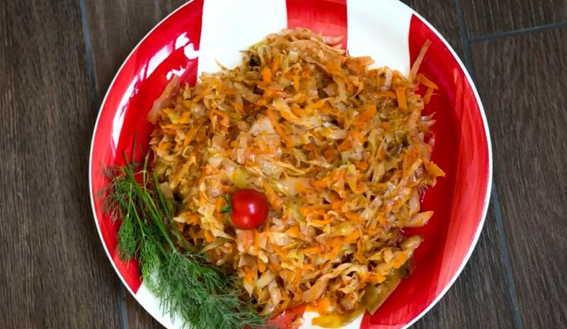 Рецепт тушёной капусты с овощами на сковороде — просто пальчики оближешь!