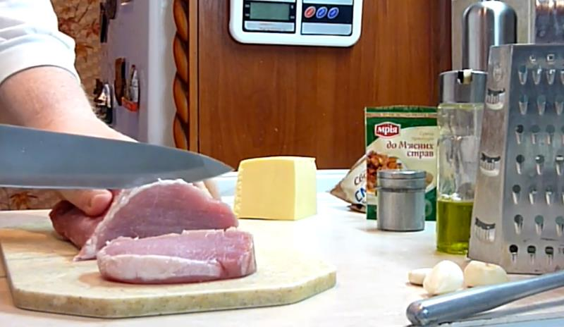 нарезать порционно мясо