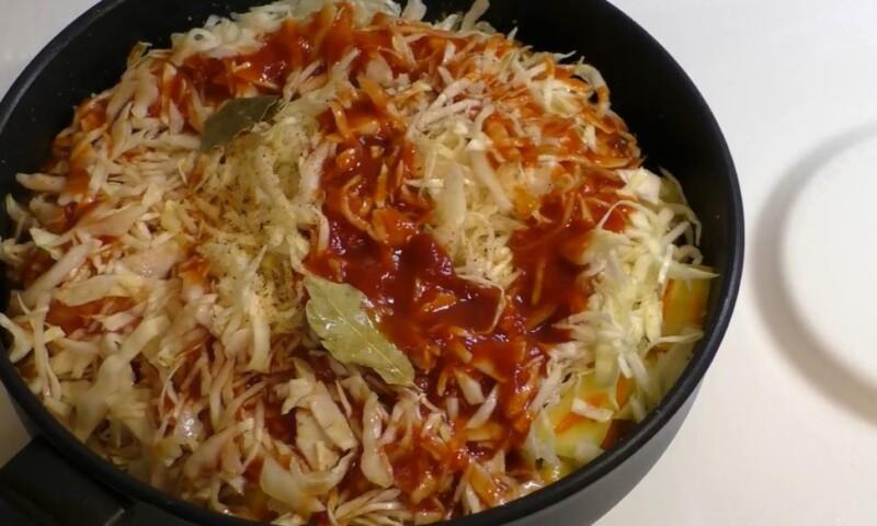 вылить томатный соус