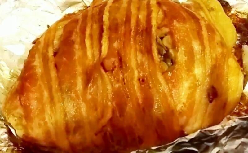 Фаршированная свиная рулька, запеченная в духовке без кости в фольге