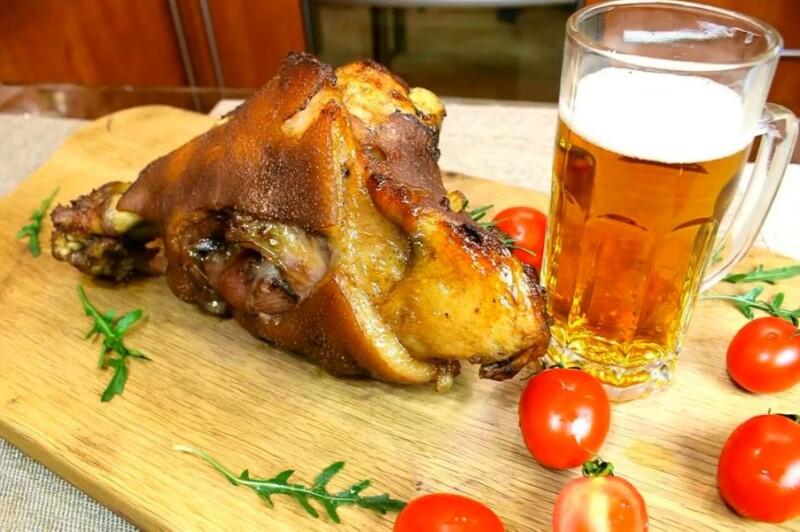 Как приготовить сочную и вкусную свиную рульку по-чешски в духовке