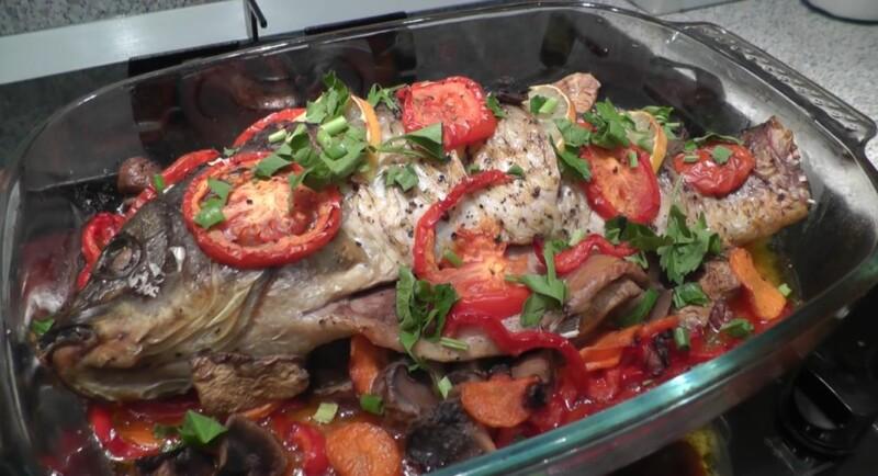 Как запечь карпа в духовке целиком с луком, морковью и грибами (пошаговый фото-рецепт)