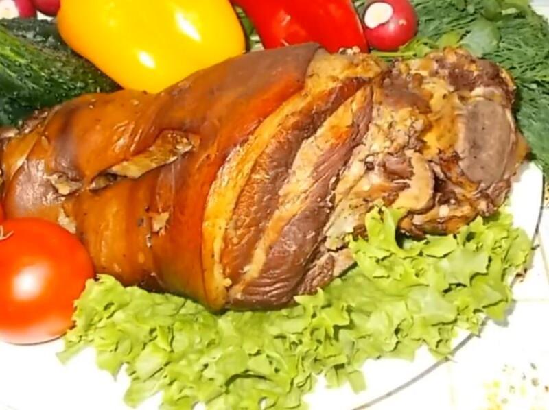 Лучший рецепт мягкой и сочной свиной рульки, запеченной в духовке в фольге