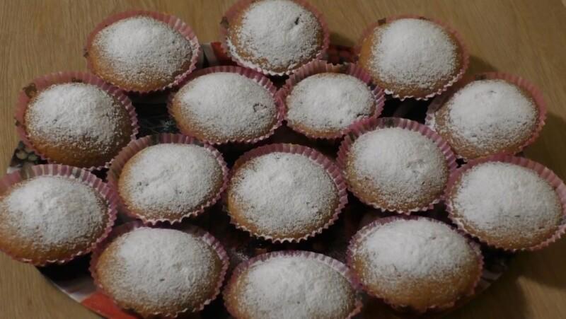 Простой и вкусный рецепт кекса на кефире с вареньем в духовке