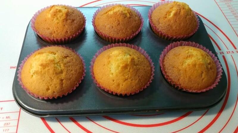 Простой рецепт кексов на кефире в силиконовых формочках с манкой в духовке