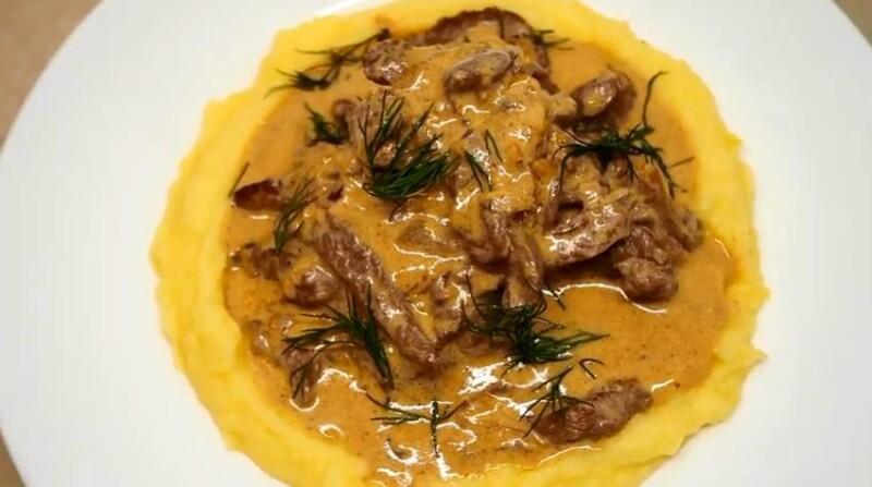 Сытный и вкусный бефстроганов из говядины с картофельным пюре