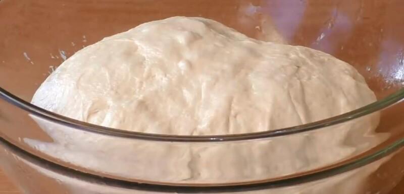 Быстрое дрожжевое тесто для жареных пирожков на воде без яиц