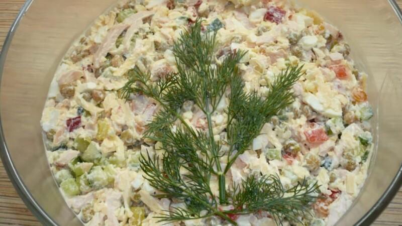 Красивый и очень вкусный салат из пекинской капусты с копченой курицей