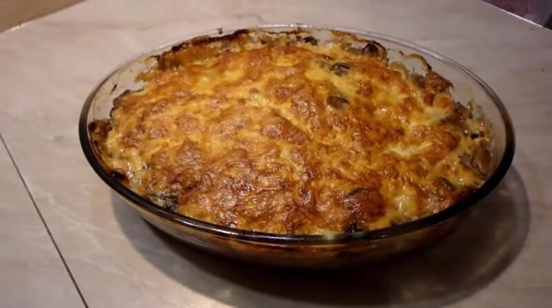 Мясо по-французски с картошкой и грибами в духовке