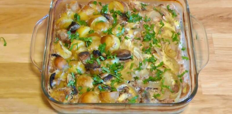 Нежная свинина с грибами и картошкой в духовке в сливочном соусе